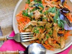 Куриный салат с морковкой