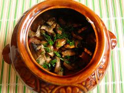 Мясо с грибами в горшочках в духовке