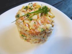 Салат с кальмаром и яйцом