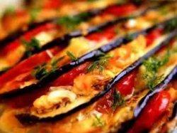 Баклажаны веером запеченные в духовке с помидорами и сыром