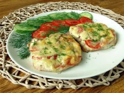 Свинина в духовке с помидорами и сыром