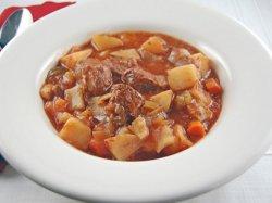 Как тушить картошку с мясом в кастрюле