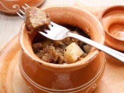 Говядина с картошкой в горшочке в духовке