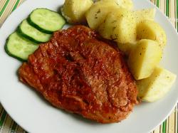 Готовое мясо, запеченное в духовке в фольге