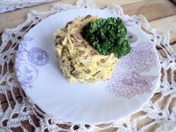 Салат с курицей и шампиньонами и сыром