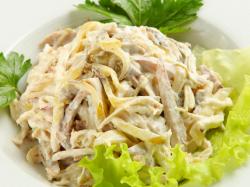 Салат из свиного языка с ветчиной и грибами
