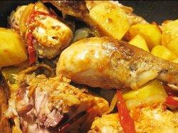 Куриные бедра с картошкой и грибами и перцем в духовке