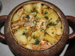 Горшочки с курицей и картофелем в духовке