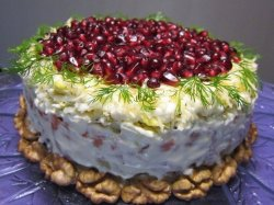 Салат-торт из печени трески