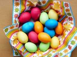 Чем можно красить яйца в домашних условиях