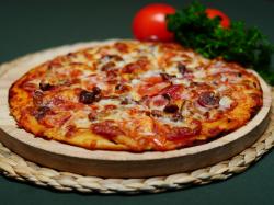 Рецепт пиццы с колбасой помидорами и сыром
