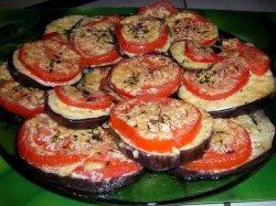 Баклажаны с майонезом и чесноком и помидорами в духовке