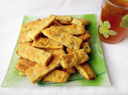 Соленое печенье с зеленью и пряностями